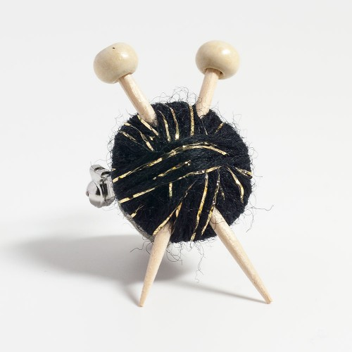 sparkly-black-knitters-brooch-2015