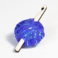 crochet-hook-yarn-brooch-purple-sparkle